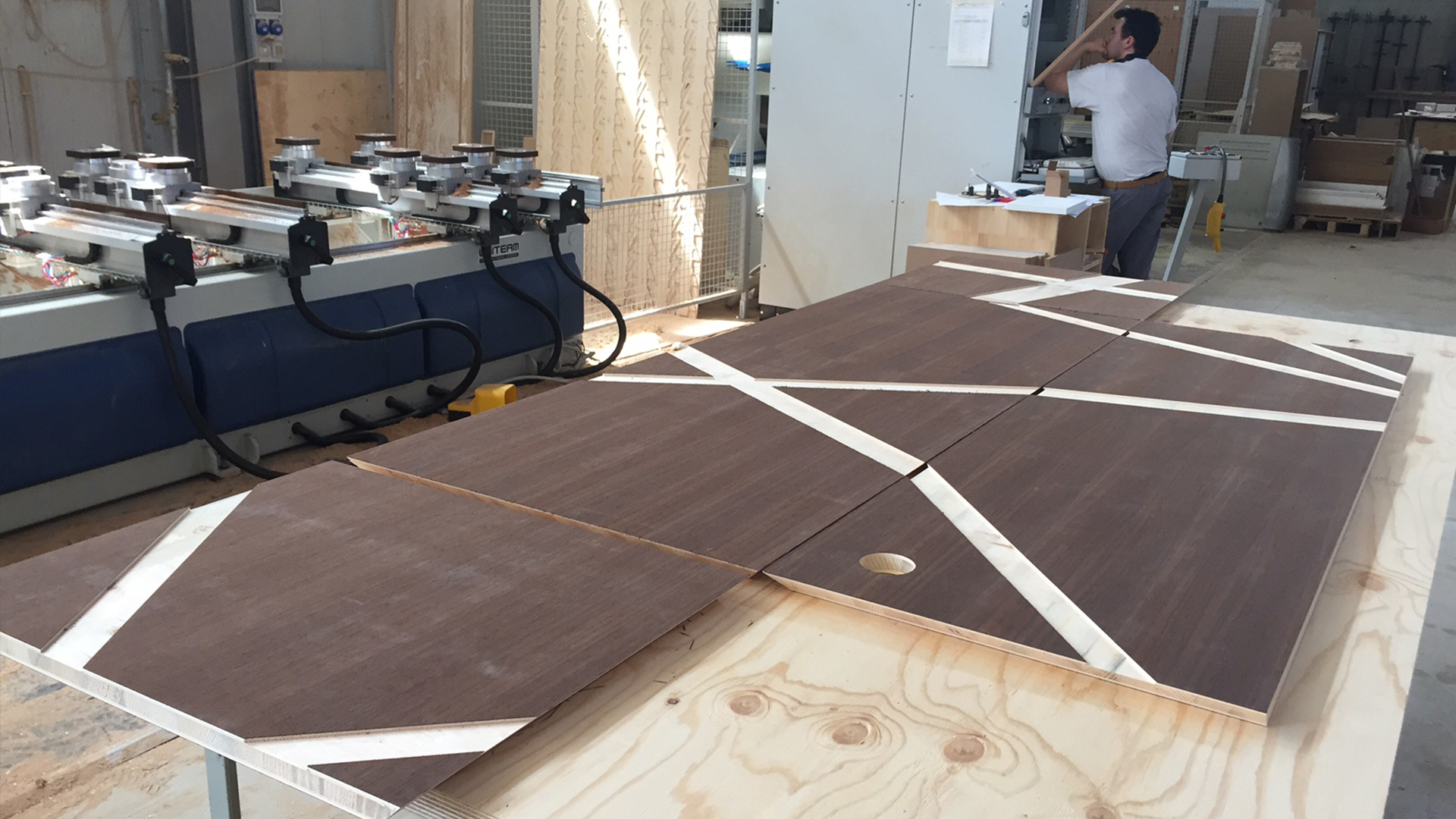 Escooh_Projects_Conference room desk 6